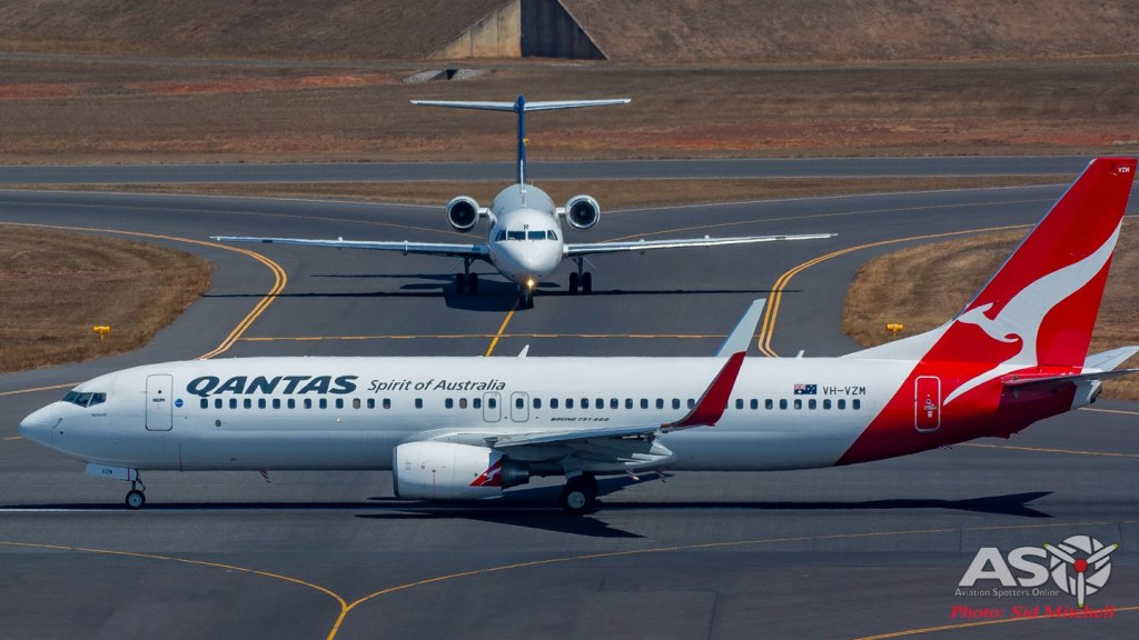 QANTAS 737 and Alliance Fokker 100 on the tarmac at Darwin