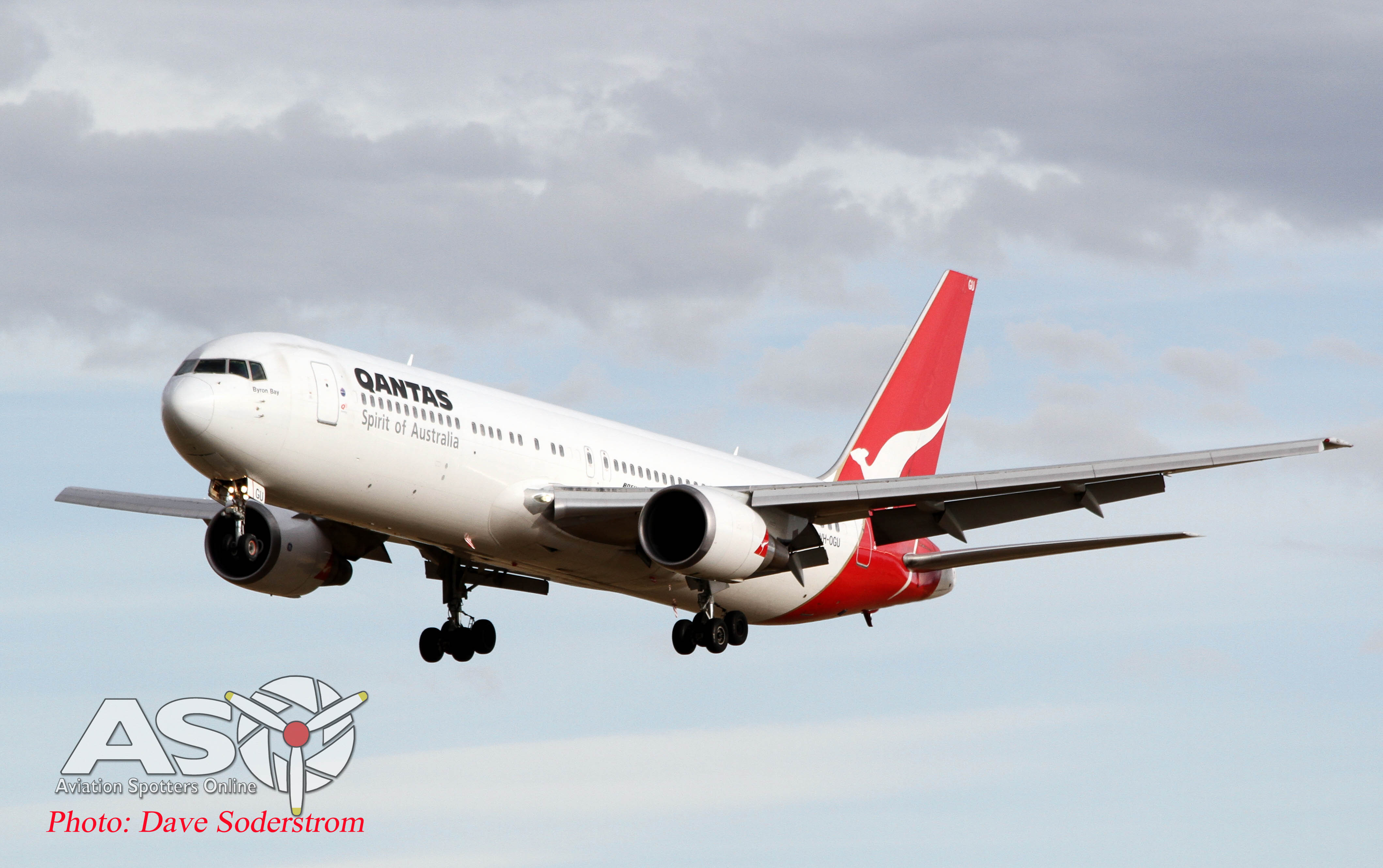 VH-OGL Boeing 767 QANTAS coming into Melbourne.