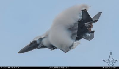 F-15SG Pulls a high G turn