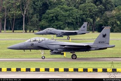 Simultaneous launch of scramble aircraft using Main Runway and Taxiway