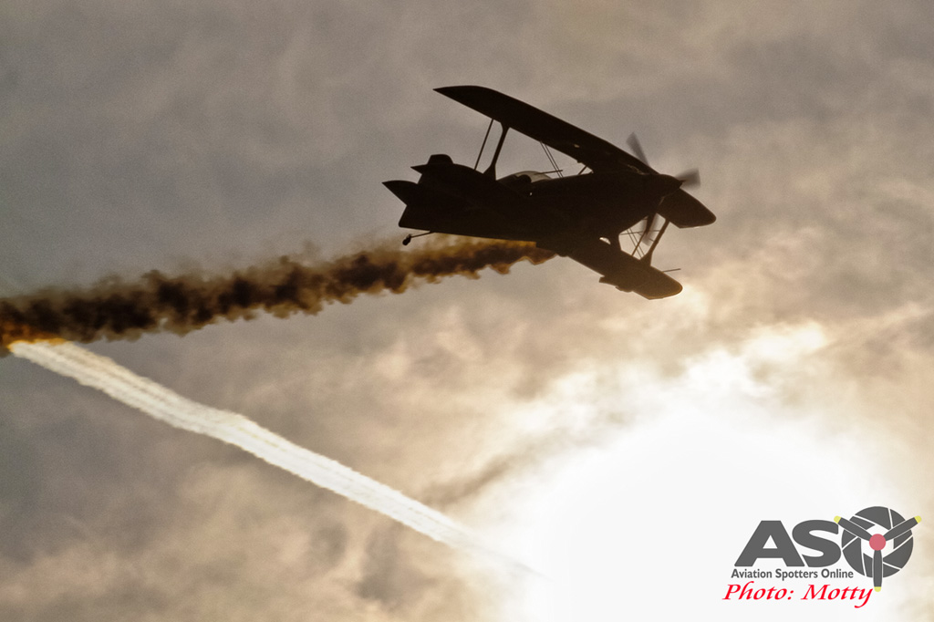 Mottys Paul Bennet Airshows Wolf Pitts Pro VH-PVB Korea ADEX 2015 046