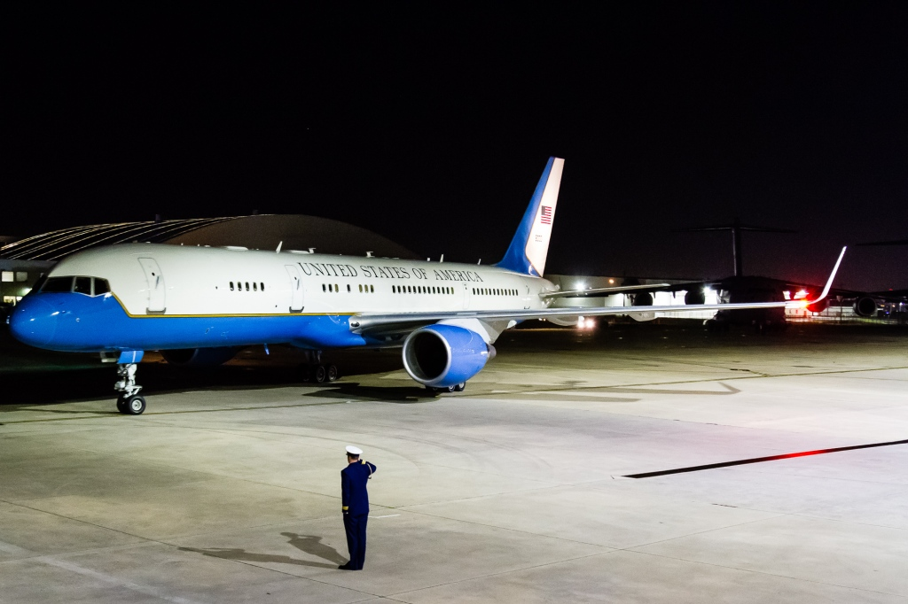 USAF 98-80001 C-32 ASO 4 (1 of 1)