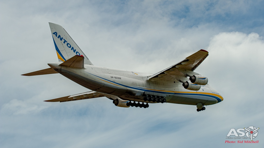 UR-82008-AN-124 Darwin 4
