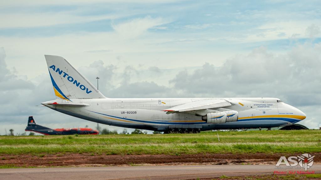 UR-82008-AN-124 Darwin 8