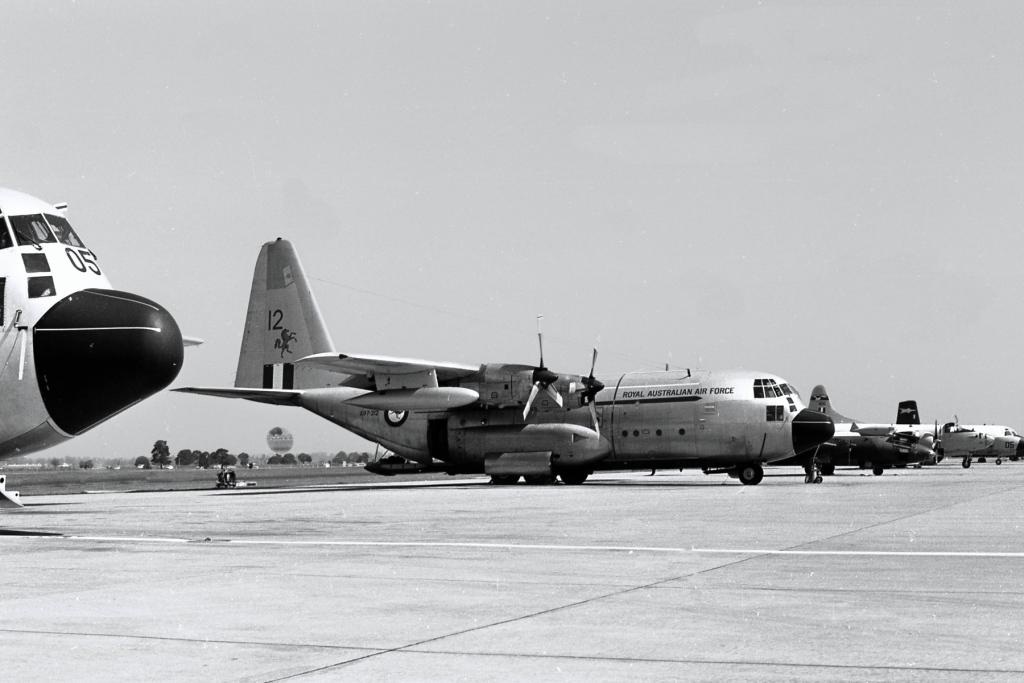 Lockheed-C-130A-Hercules-A97-212-040476-Rich-2_pe_pe