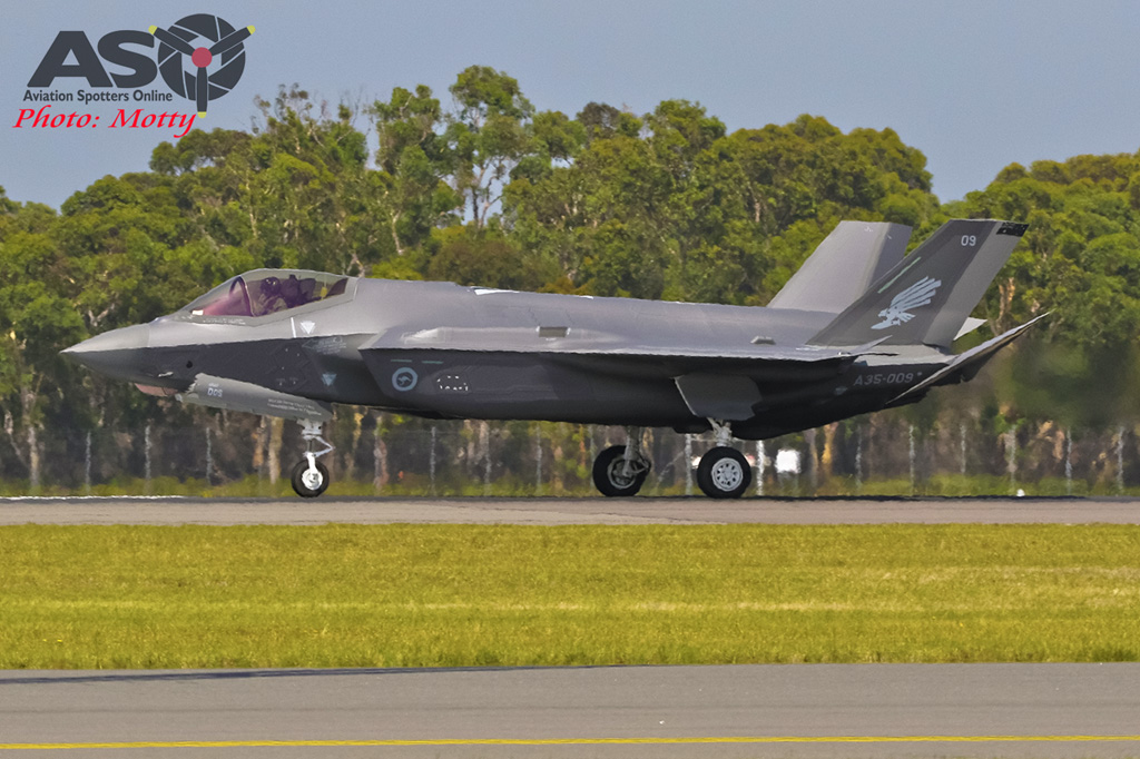 Mottys-First RAAF F-35 Arrivals at Williamtown-02010-ASO