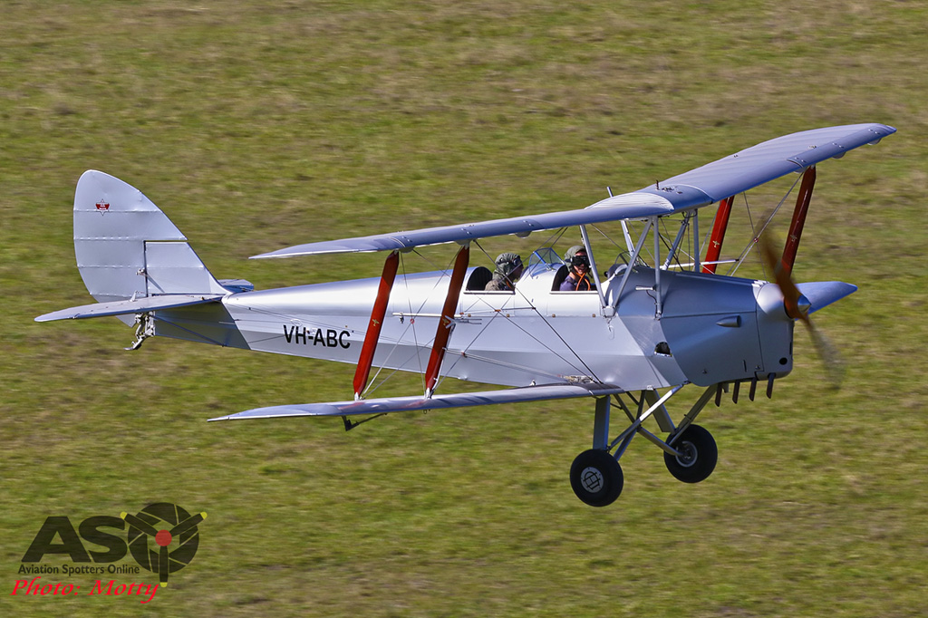 Mottys-Luskintyre-Christmas-2017-1-1939-Tigermoth-VH-ABC-001-ASO