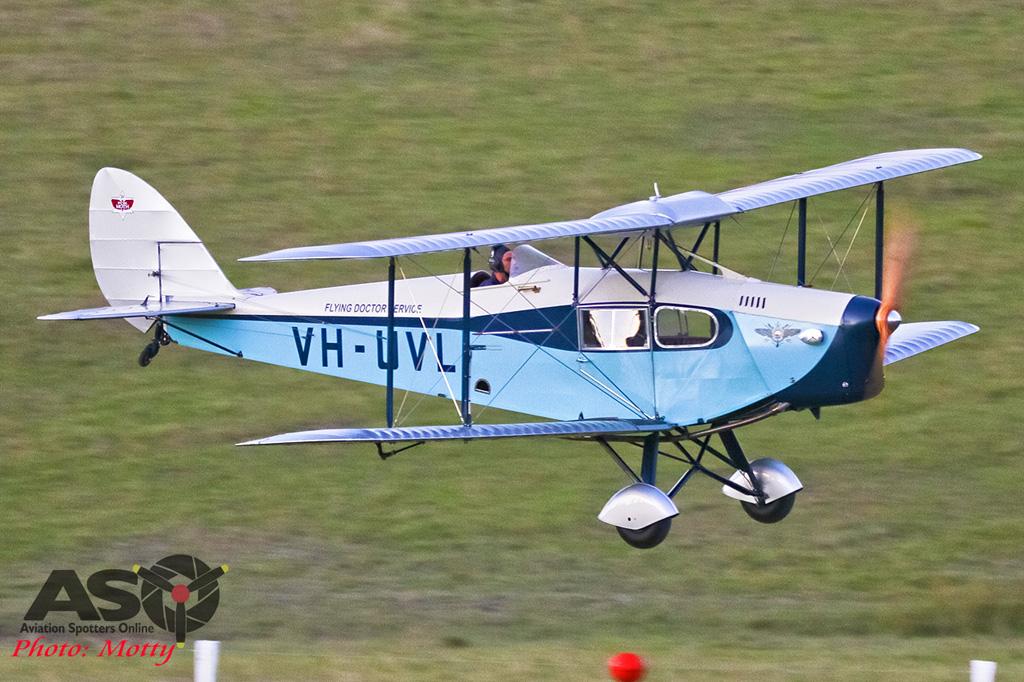Mottys-Luskintyre-Christmas-2017-8-8255-Matt-Webber-Fox-Moth-VH-UVL-001-ASO