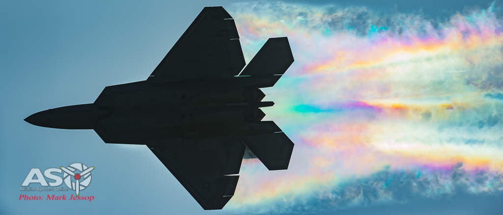 USAF F-22 turning into the rainbow.