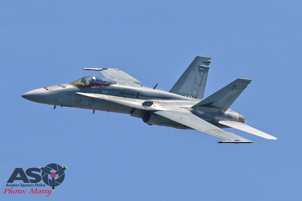 Mottys-Newcstle Coats Hire V8 Supercars RAAF Hornet Display-1134-ASO