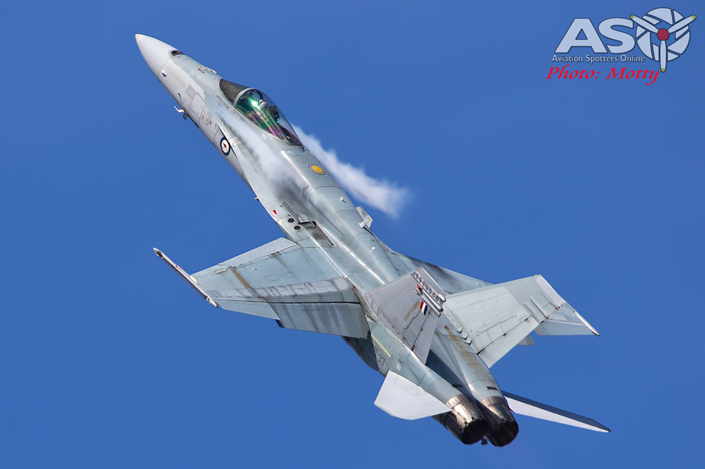 Mottys-Newcstle Coats Hire V8 Supercars RAAF Hornet Display-00434-ASO