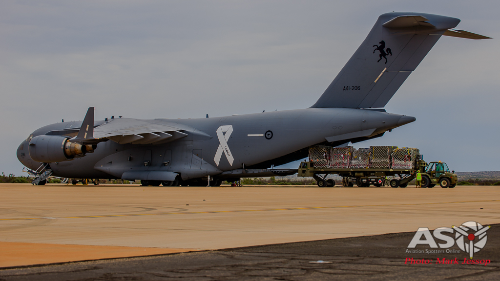 RAAF C-17 A41-206 getting unloaded momments after stopping.