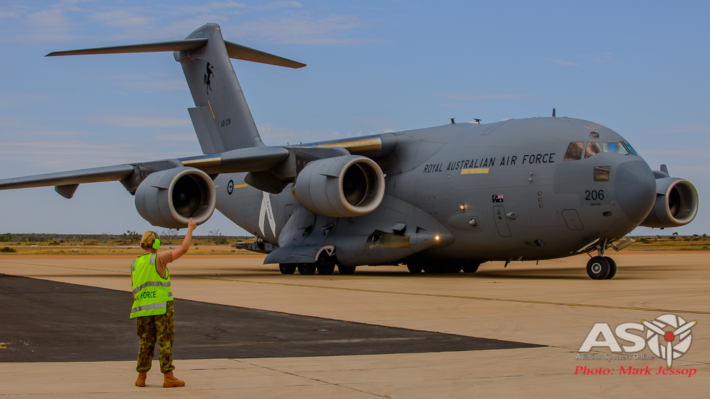RAAF C-17 A41-206 getting marshalled in.