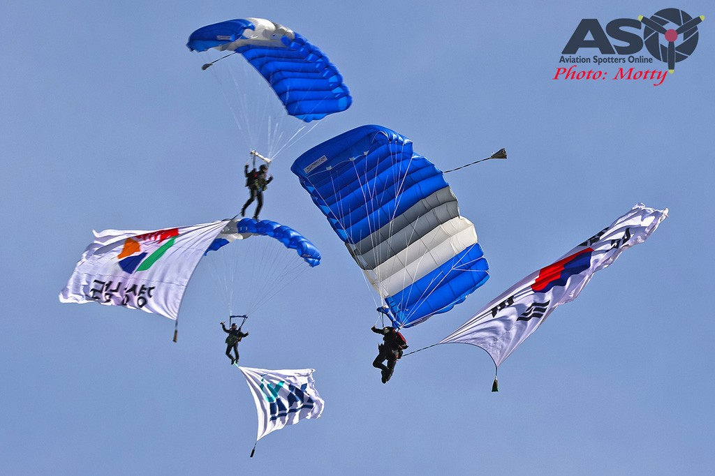 Mottys-Sacheon-ROKAF-Parachute-Team-05337-ASO