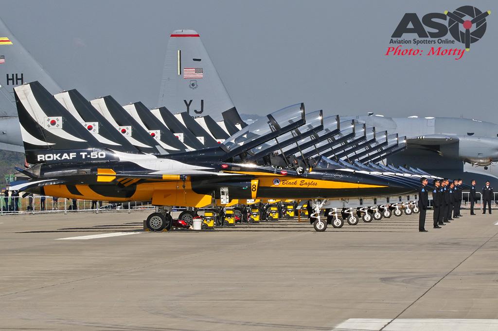 Mottys-ROKAF-Black-Eagles-KAI-T-50-Seoul-ADEX-2017-3-FRI-4269-ASO