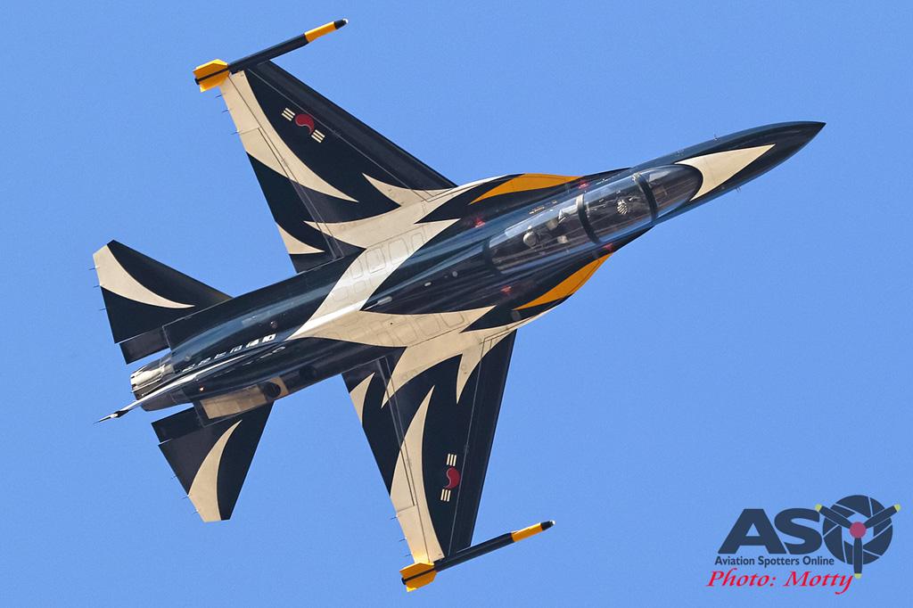Mottys-ROKAF-Black-Eagles-KAI-T-50-Seoul-ADEX-2017-3-FRI-6394-ASO