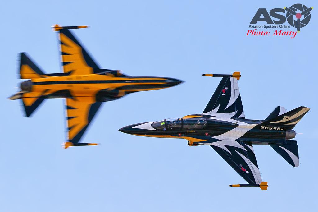 Mottys-ROKAF-Black-Eagles-KAI-T-50-Seoul-ADEX-2017-5-SUN-7106-ASO