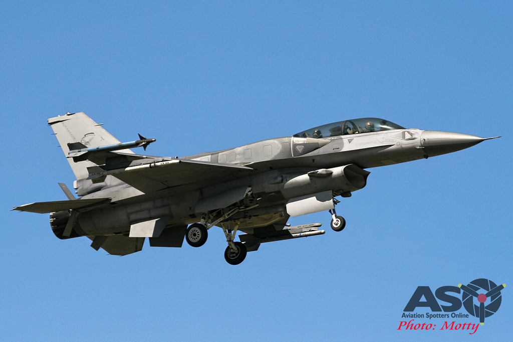 Mottys Singapore F-16D 001