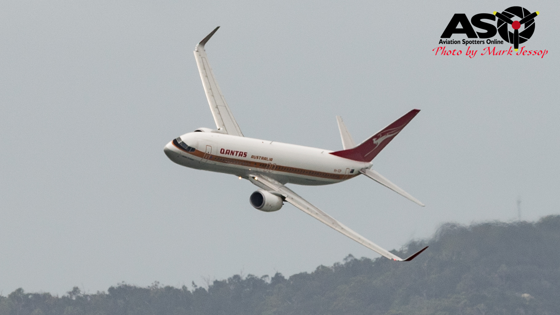 """QANTAS """"retro roo"""" Boeing 737-800"""