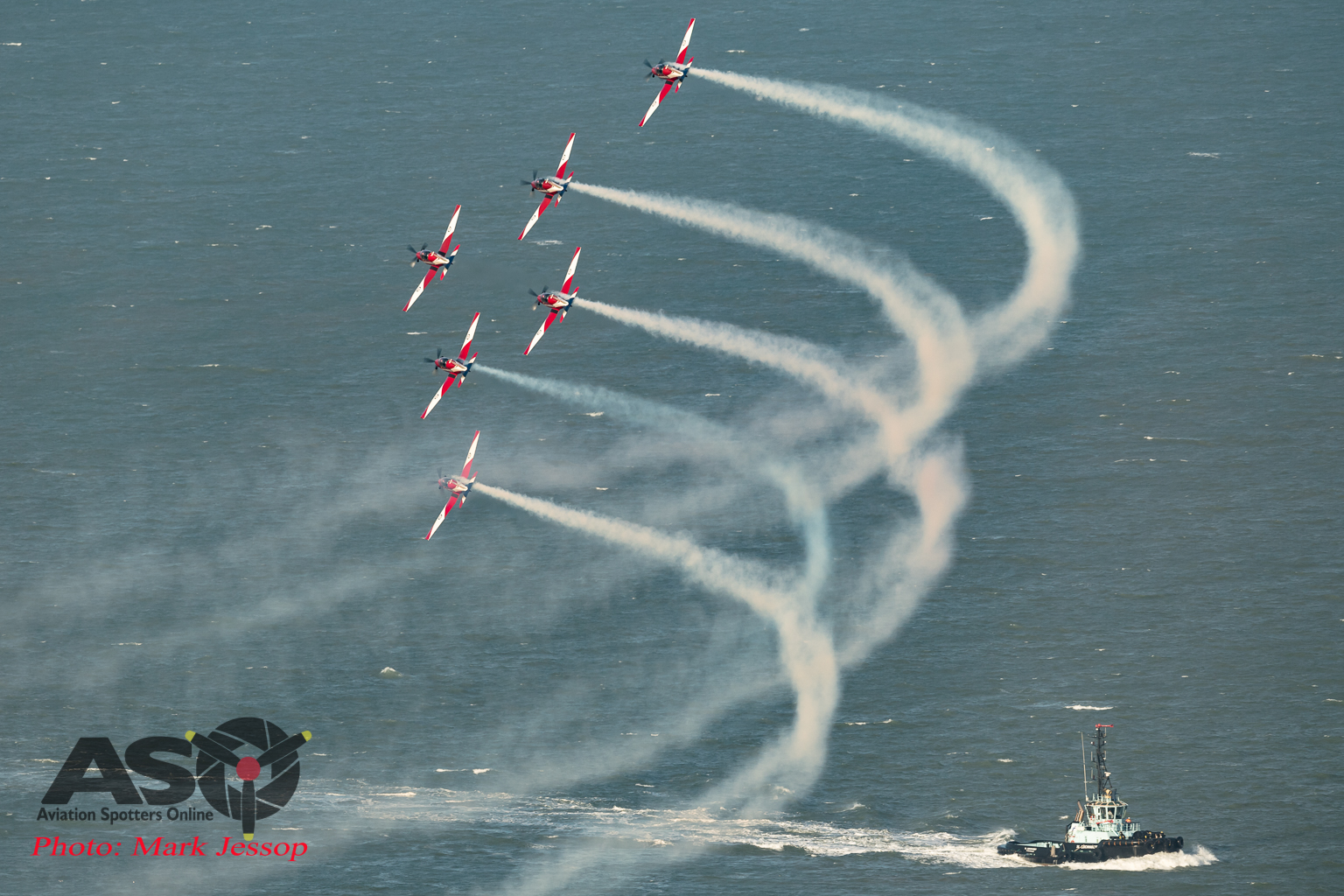 RAAF Roulettes pass over the water