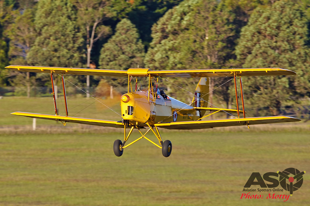Mottys-Luskintyre-Bonfire-Night-2017-Tigermoth-VH-MDV-1953-ASO