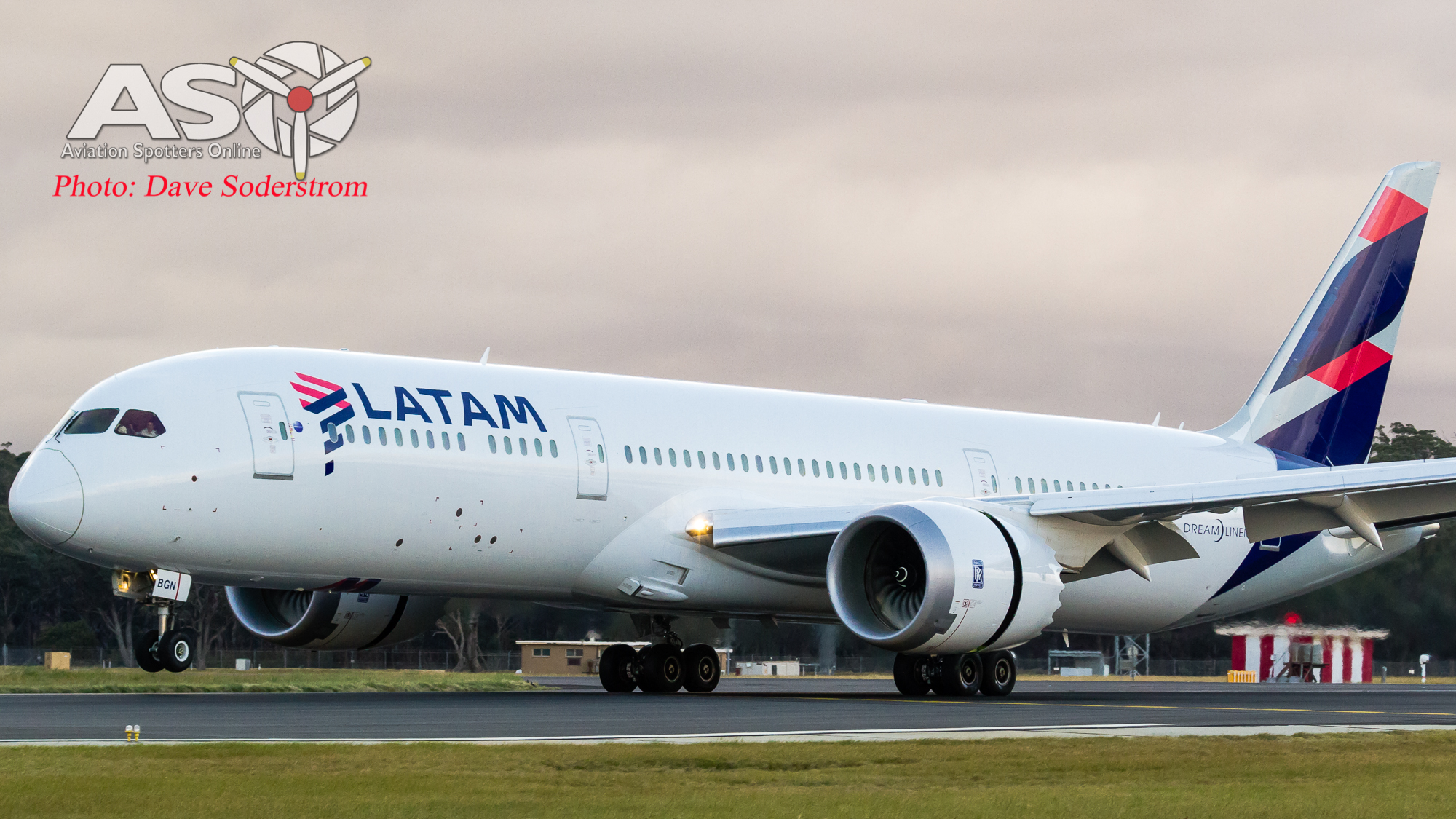 LATAM Airlines comes to Melbourne with their 787-9