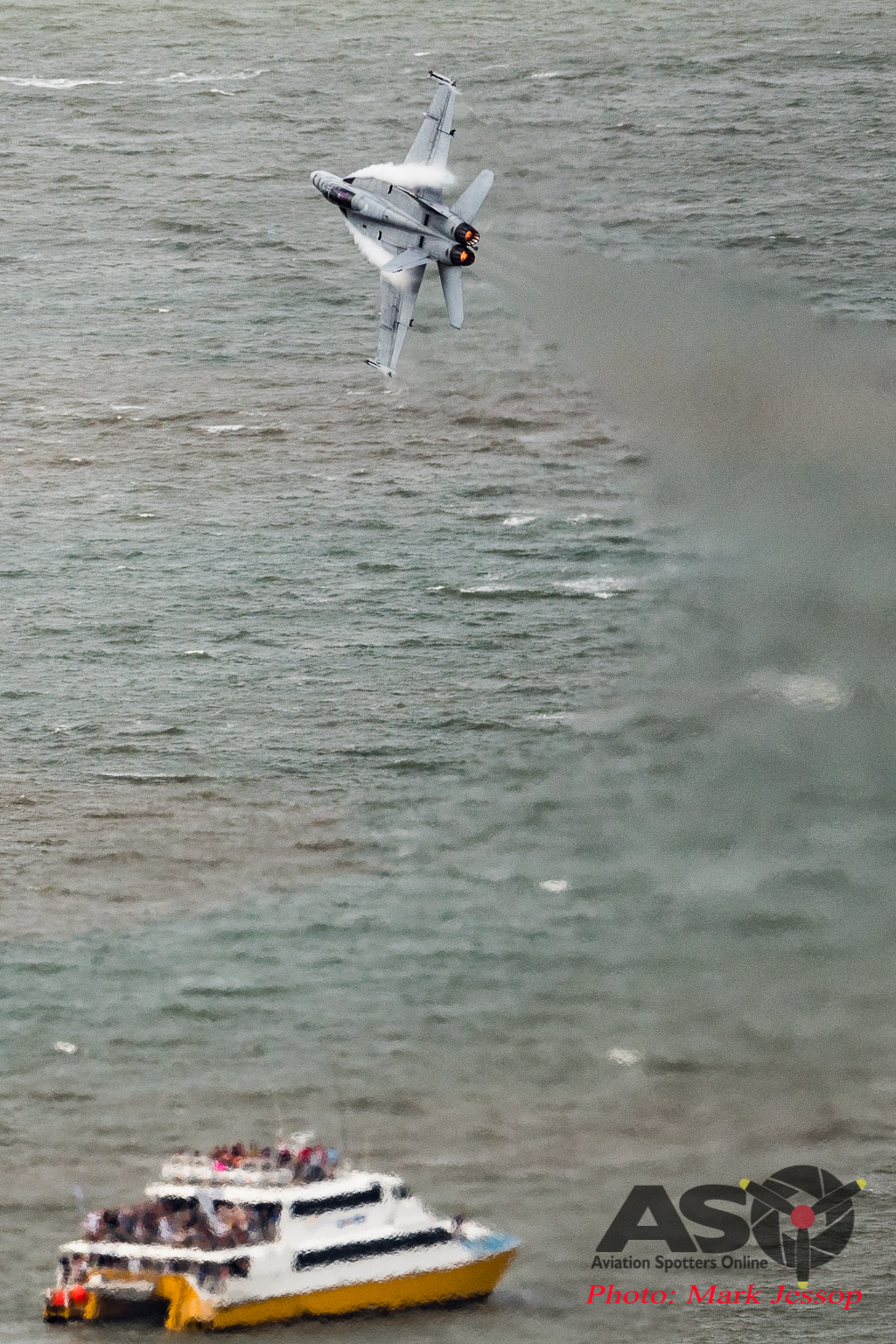 RAAF F/A-18F Super Hornet ripping up Townsville.