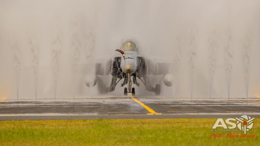 F/A-18B Hornet A21-117 2OCU getting a much needed bath.