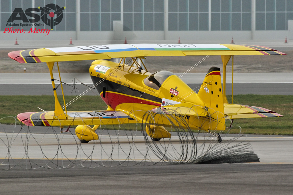 Mottys Paul Bennet Airshows Wolf Pitts Pro VH-PVB Korea ADEX 2015 020