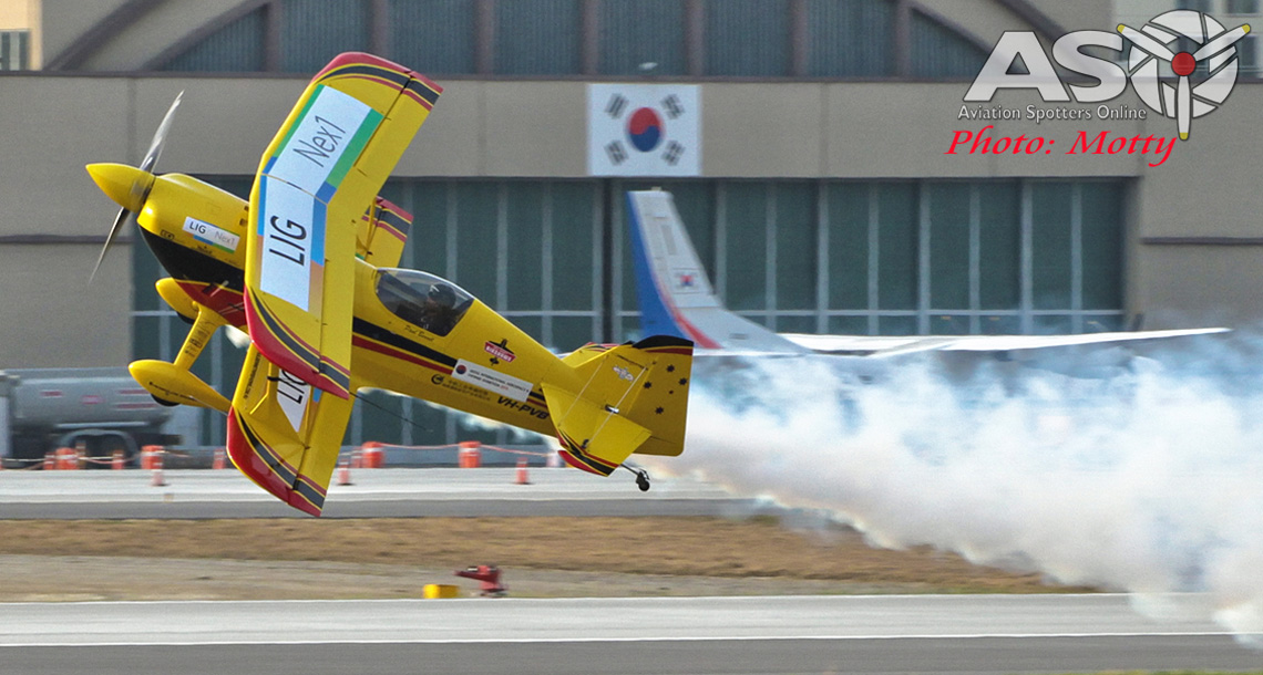 Mottys Paul Bennet Airshows Wolf Pitts Pro VH-PVB Korea ADEX 2015 057-Header
