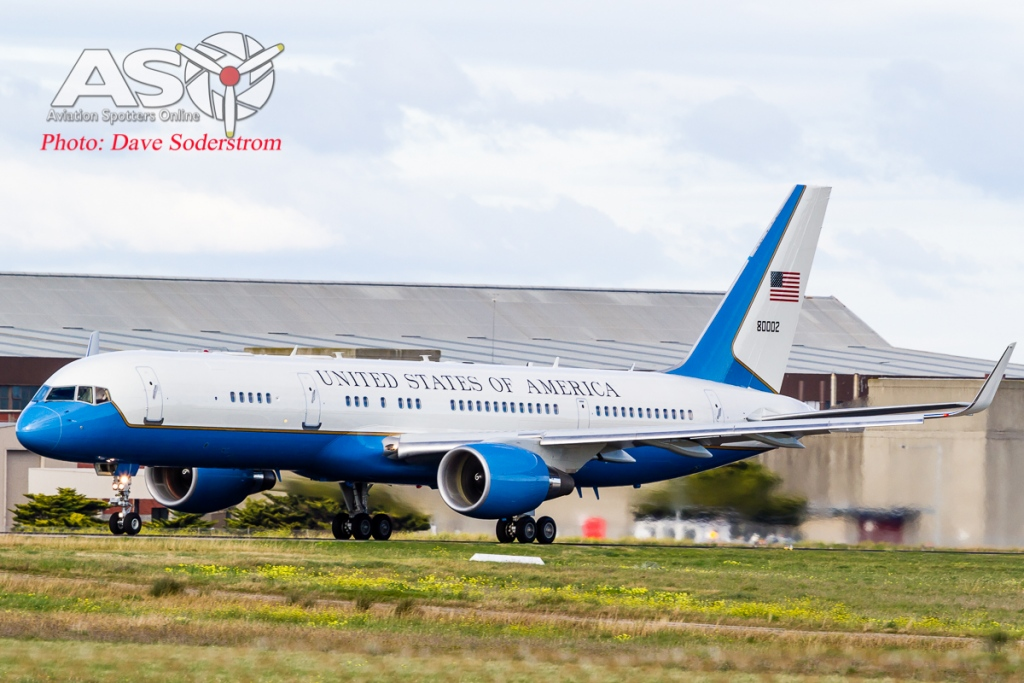 USAF C-32A 98-80002 Take off ASO 2 (1 of 1)