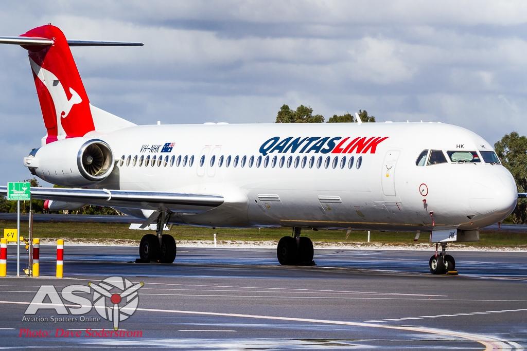 VH-NHK Qantaslink Fokker F-100 ASO LR (1 of 1)