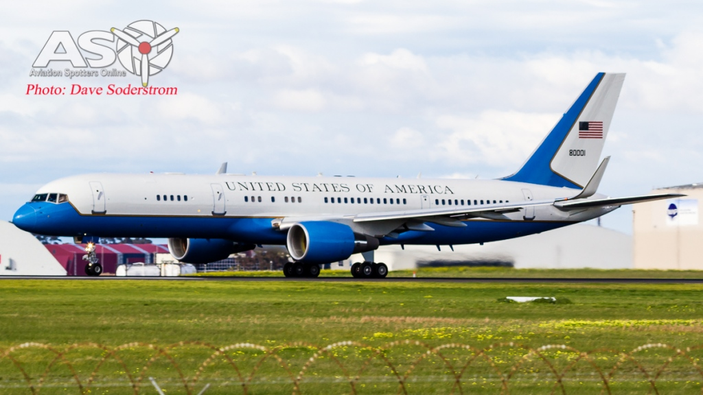 USAF C-32A 98-80001 Take off ASO 2 (1 of 1)