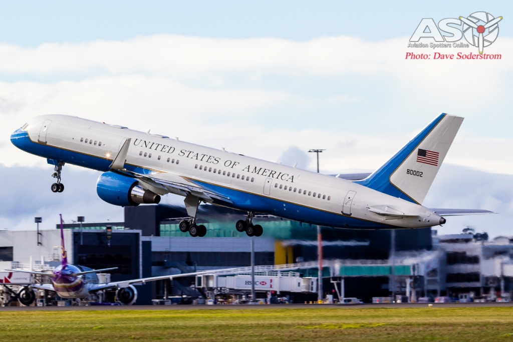 USAF C-32A 98-80002 Take off ASO 3 (1 of 1)