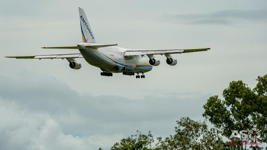UR-82008-AN-124 Darwin 5
