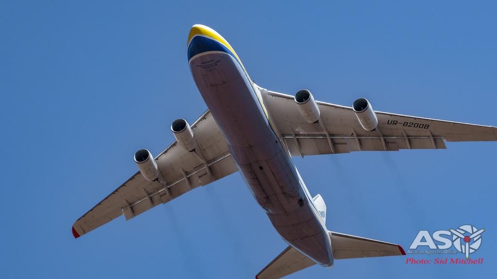 AN 124-100 UR-82008