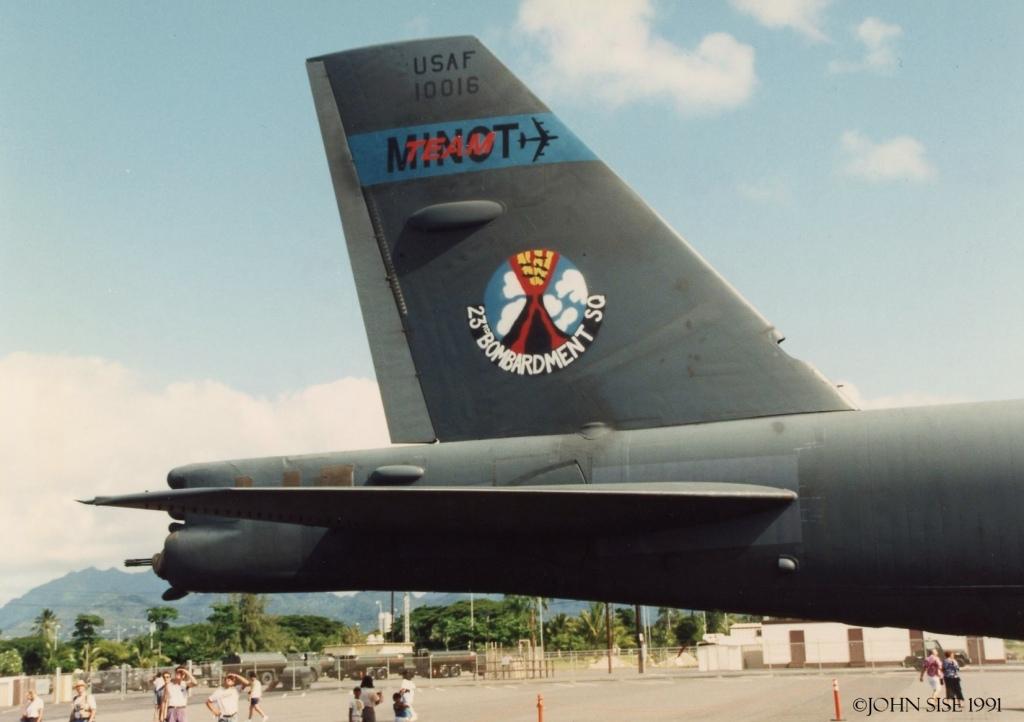 Hickam 1991  23rd Bomb Squadron emblem tail art  B-52H  61-0016  'Team Minot'