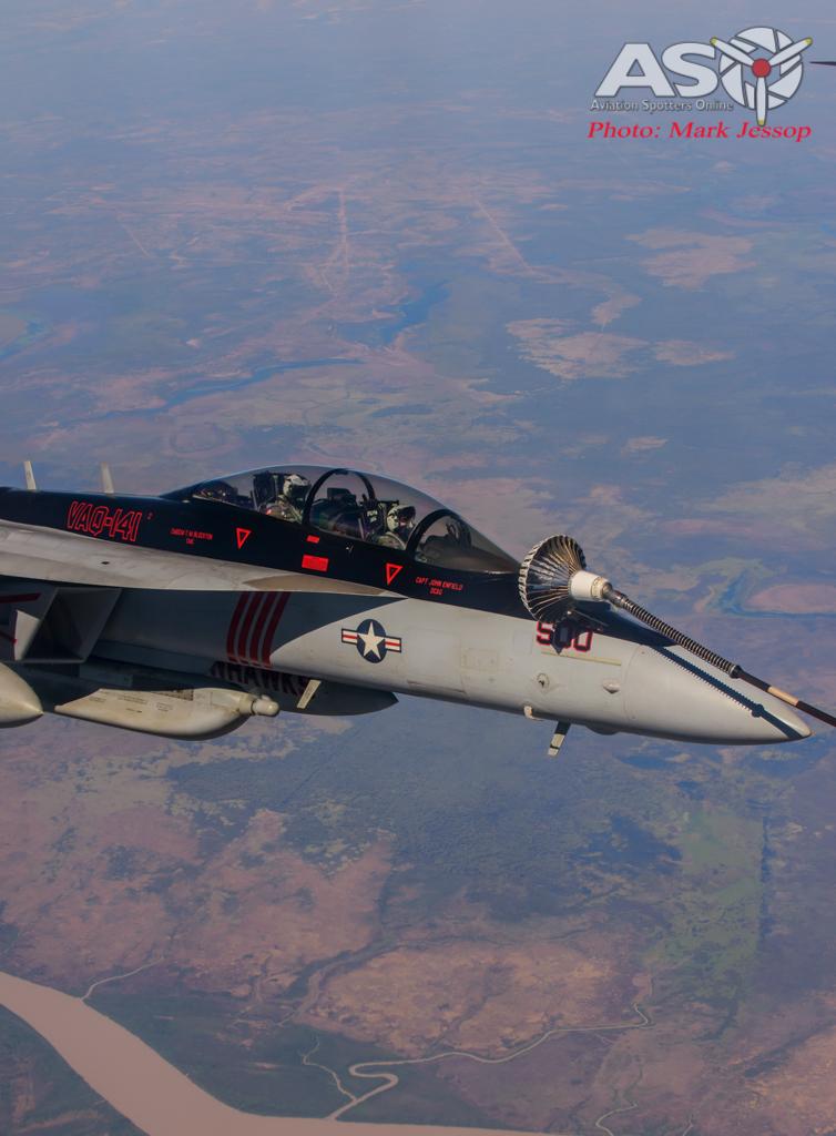 tanker air to air_-15