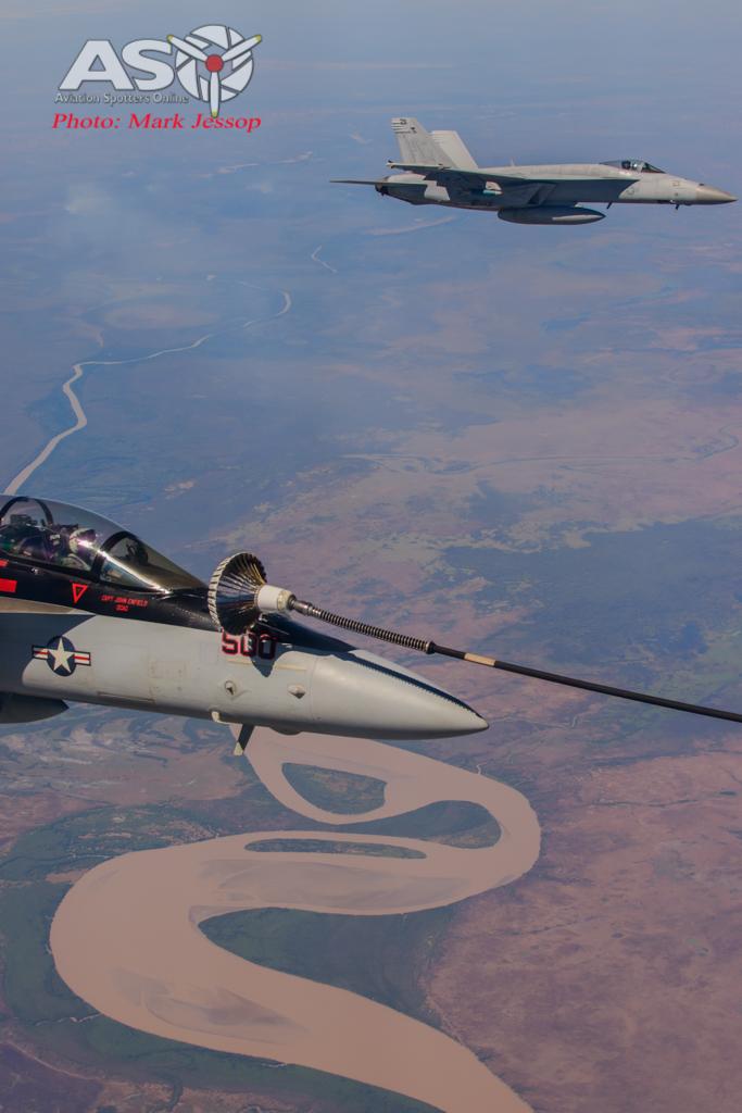 tanker air to air_-25