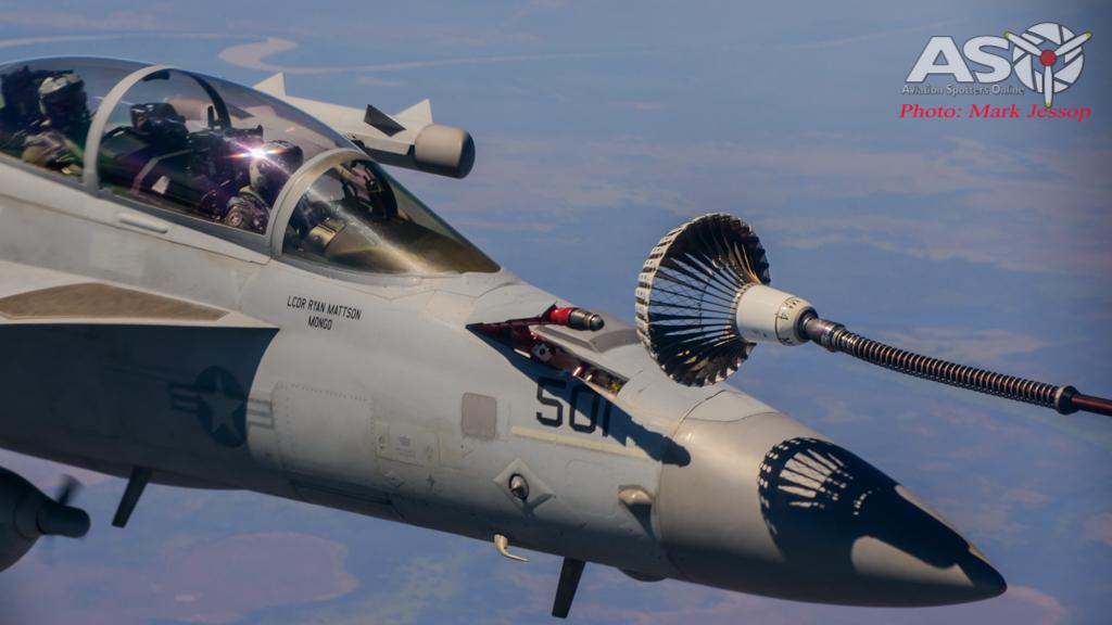 tanker air to air_-52