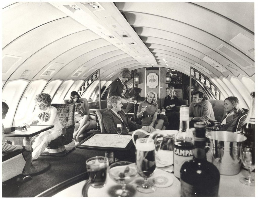 22.-First-Class-upper-deck-lounge-Boeing-747s-from-1971-1200x923-1