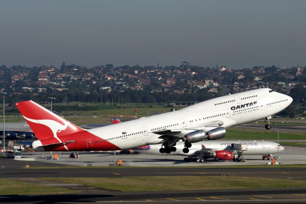 747-300-TAKE-OFF