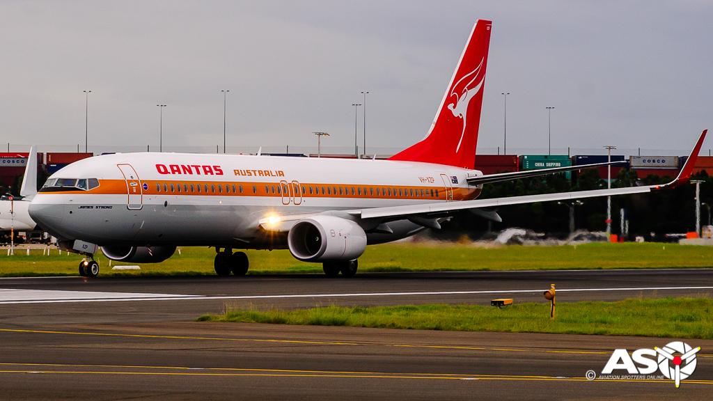 VH-XZP Boeing 737-800 QANTAS Retro Scheme