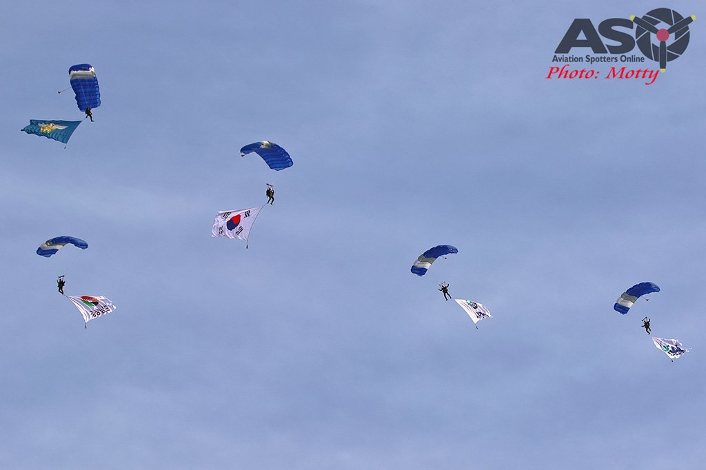 Mottys-Sacheon-ROKAF-Parachute-Team-06383-ASO