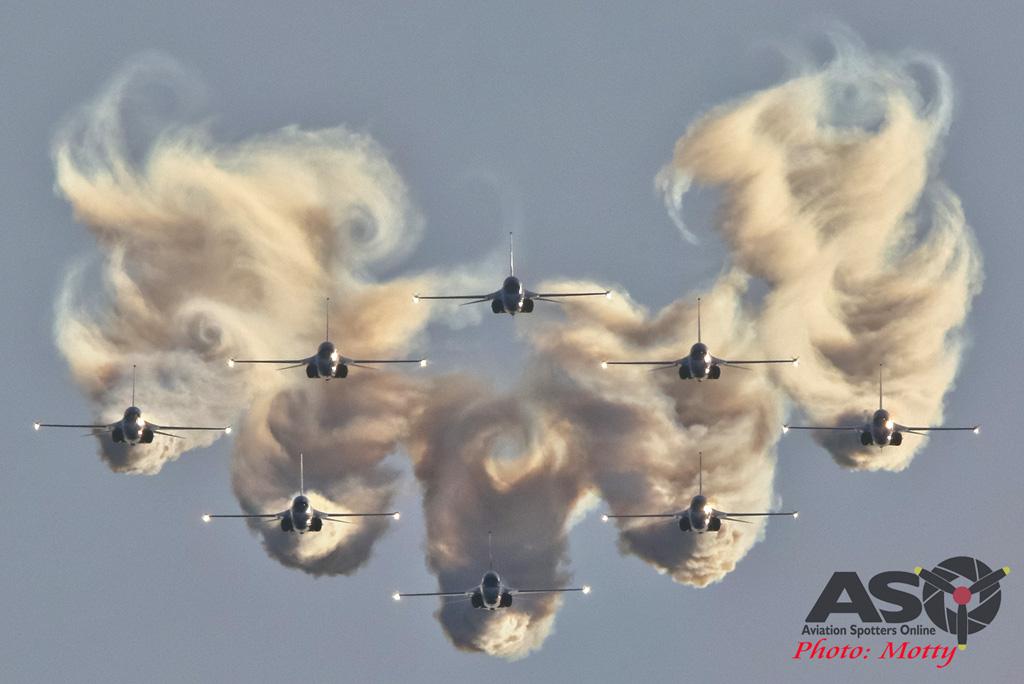 Mottys-ROKAF-Black-Eagles-KAI-T-50-Seoul-ADEX-2017-4-SAT-9+_1516-ASO