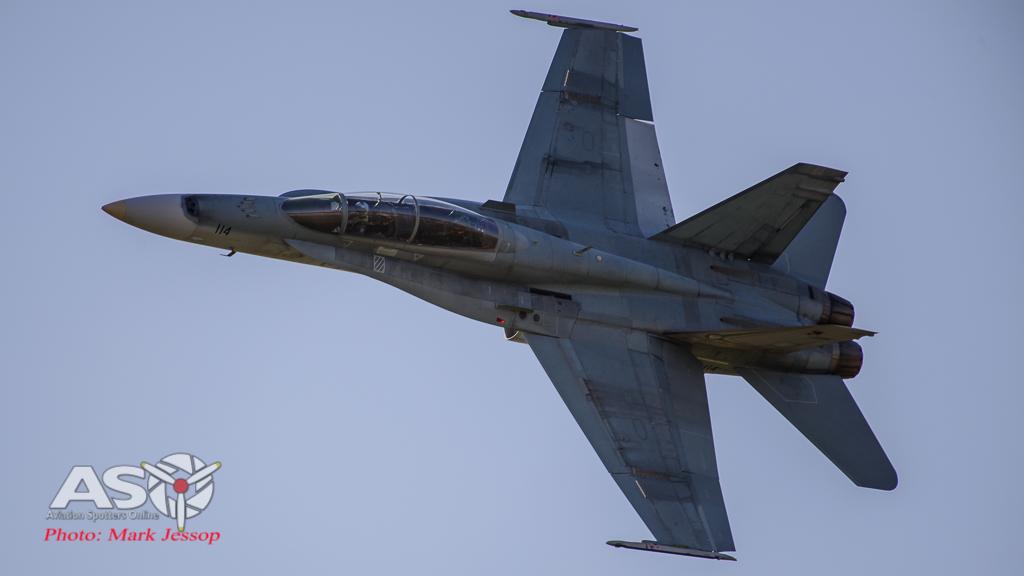 F/A-18B Hornet A21-114 2OCU, Simmo\'s 1st pass.