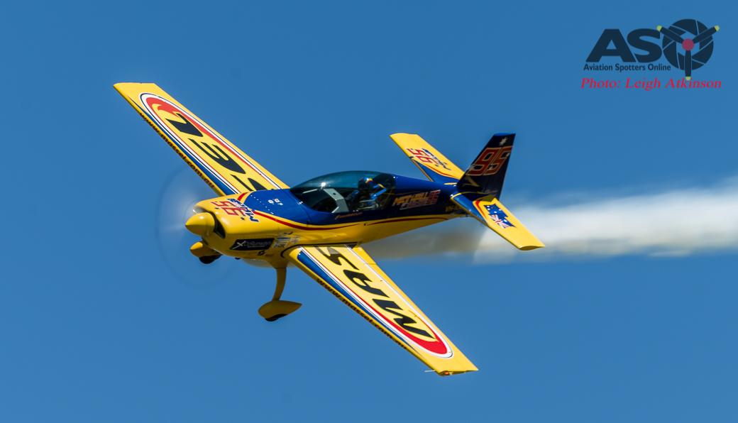Red Bull Air Race pilot Matt Hall … riiiiiping it up over Temora!